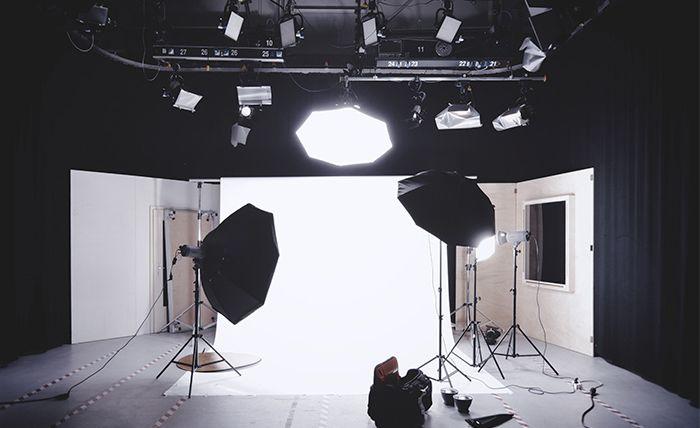 Fuentes, Tipos y Modificadores de Luz en Fotografía: Flash, Difusor, Softbox, Reflector y más…