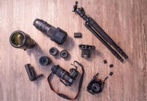 Accesorios más utilizados en fotografía (tarjeta SD, trípode, correas)